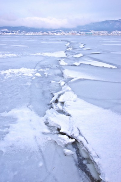 Lake Suwi's Omiwatari, when the ice heaves in a line across the lake