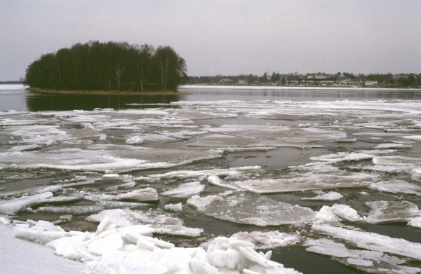 Torne River, spring 2003 in Tornio. Photo by Terhi Korhonen